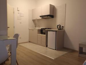 O bucătărie sau chicinetă la Marianna Annex