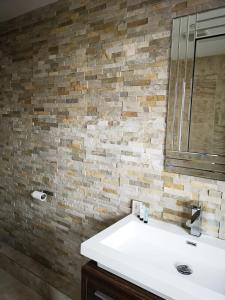 A bathroom at SOUTHAMPTON, OCEAN VILLAGE PENTHOUSE APARTMENT