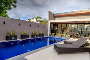 Addie 39 s place private pool vacation house manila - Residencia de manila swimming pool ...