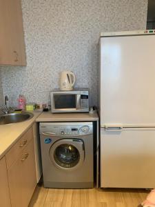 A kitchen or kitchenette at 20 Меридианная улица