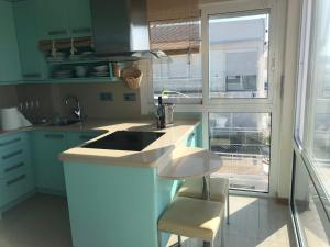 A kitchen or kitchenette at Long Beach Luxury Apartment over the Sea