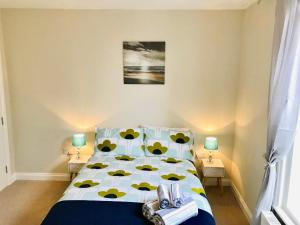 A bed or beds in a room at St Margarets Georgian Holiday Apartment