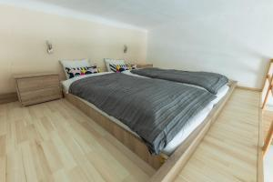 A bed or beds in a room at Mendel Square Apartments