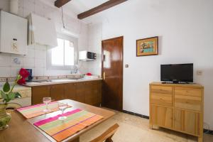 A kitchen or kitchenette at LLUISA DE MARILLAC