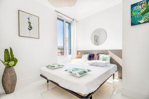 A bed or beds in a room at NEW ! SEA VIEW Design + Balcony 203