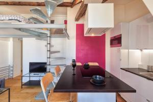 A kitchen or kitchenette at CHAMPS ELYSEES UNIVERSITE PARIS