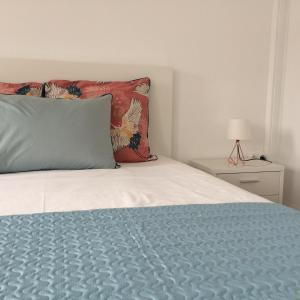 A bed or beds in a room at Retiro dos Reis
