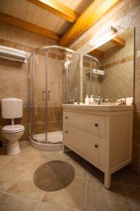 A bathroom at Mama Residence