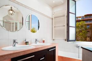 A bathroom at Elegant 2 bedrooms apartment in Brera