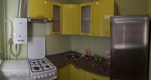 A kitchen or kitchenette at Апартаменты на Юбилейной