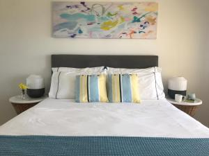 A bed or beds in a room at Cottesloe Beachfront Ocean View Apartment