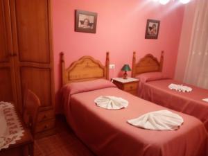A bed or beds in a room at CASA RURAL LA CASILLA DE MILA