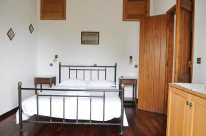 A bed or beds in a room at Pegasus Studios & Apartments