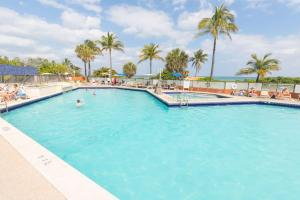 The swimming pool at or near 437 Hotel Studio on the Hollywood Beach