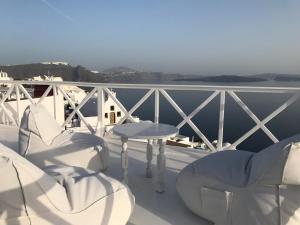 A balcony or terrace at Maryloujohn Villas
