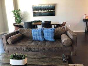 A seating area at Kensho Homes at Arrive University City