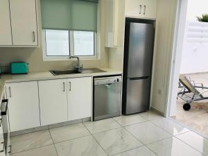 A kitchen or kitchenette at Villa Ioli (Green Bay Villa 12)