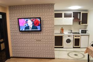 Кухня или мини-кухня в 2 room Lux Apartment on Kulika Street
