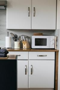 A kitchen or kitchenette at Tigh Holm Cottages