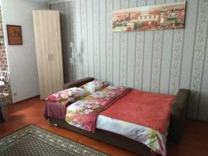 A bed or beds in a room at Gogolya Sweet Apartments