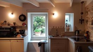 A kitchen or kitchenette at Ty Ar Veil