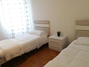 A bed or beds in a room at Peler Apartment
