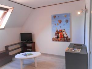 A television and/or entertainment center at Appartement 3p luchon cures & ski Soda