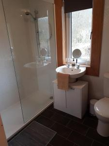 A bathroom at Number 4
