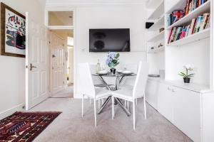 Een TV en/of entertainmentcenter bij Boutique 2 Bed in Notting Hill, Westbourne Park