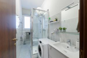 A bathroom at Appartamento moderno San Siro