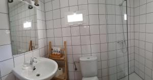A bathroom at Can Angel