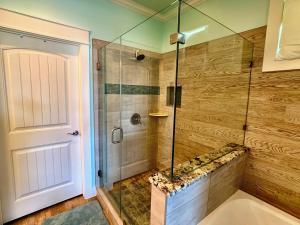 A bathroom at Beach Bunkhouse Home