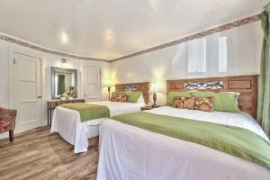 Silver Maple Inn and The Cain House Country Suites