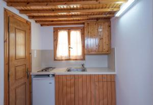 A kitchen or kitchenette at Flora