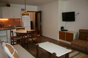A television and/or entertainment center at Apartman Veriga