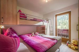 A bunk bed or bunk beds in a room at Ferienhaus Tauerngold