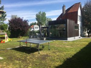 Ping-pong facilities at Cottage Fleuri or nearby