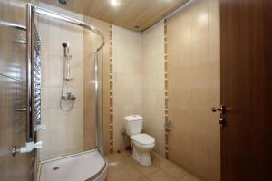 Kamar mandi di Large apartment in the city center.