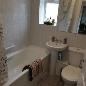 A bathroom at I Dwell Dartford House