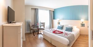 Ein Bett oder Betten in einem Zimmer der Unterkunft Résidence La Closerie Deauville