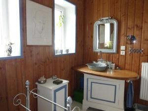 A bathroom at Gîtes La zélidja