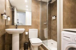 A bathroom at Uma Suites Barceloneta Beach