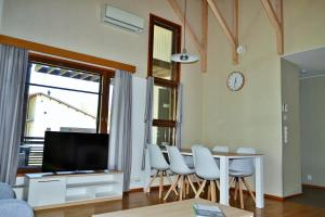 A television and/or entertainment centre at Saimaa Style Spa Chalet