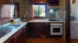 A kitchen or kitchenette at Villa 4bed private pool en Los Cristianos