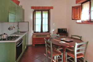 A kitchen or kitchenette at Holiday resort Montepulciano Country Resort Acquaviva di Montepulciano - ITO10015-CYB