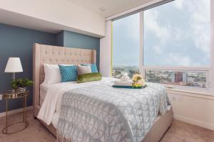 A bed or beds in a room at OCEAN CITY VIEW SUITE PENTHOUSE