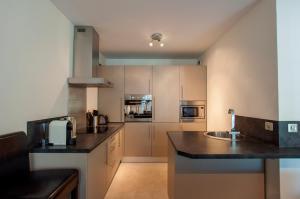 A kitchen or kitchenette at Carlton Riviera