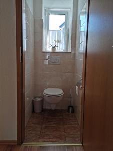 A bathroom at Ferienwohnungen Ludolph