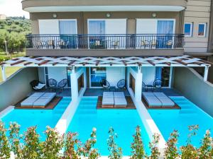 The swimming pool at or close to Royal Hotel and Suites