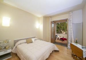 A bed or beds in a room at Bomerano Villa Sleeps 6 WiFi
